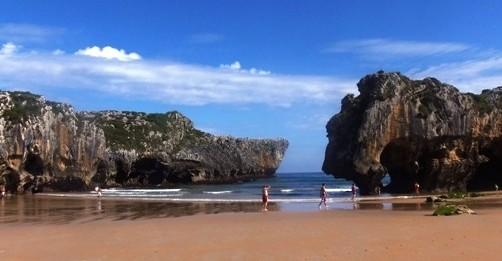 Playa Cuevas del Mar, Llanes