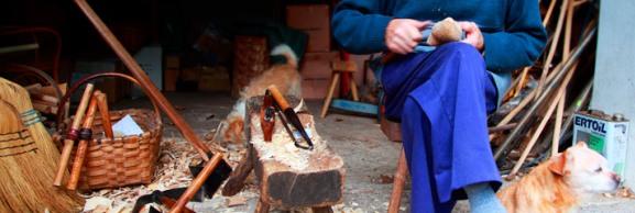 artesano-elaborando-madrena